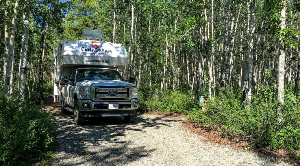 Unser Truck Camper auf der Campsite für den letzten Abend