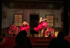 Tänzerinnen der Show in Diamond Tooth Gertie's Gambling Hall