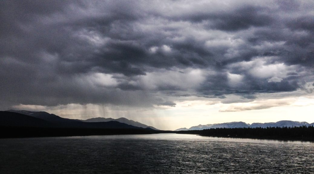 Regen über dem Marsh Lake