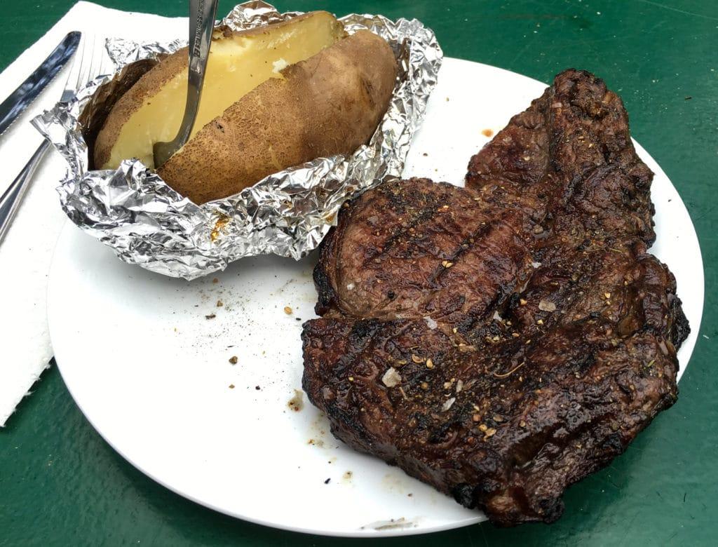 Steak mit Ofenkartoffel