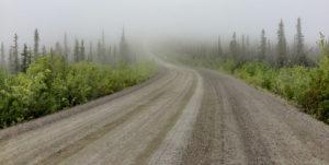 Top of the World Highway im Nebel
