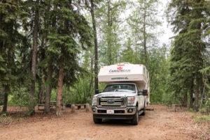 Truck Camper im Alaska-State-Park Tok River
